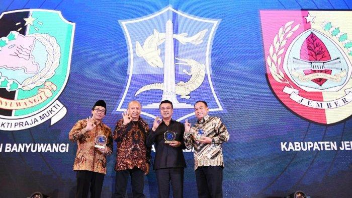 Pemkot Surabaya Sabet Penghargaan Pelayanan Publik Berbasis Digital dari Harian Surya Award 2019