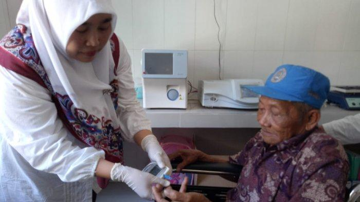 Cara Ukur Lansia yang Bisa Dapatkan Vaksinasi Covid-19, Salah Satu Syaratnya : Kuat Naik Anak Tangga