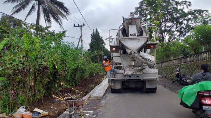 Pemkab Lumajang Lakukan Pelebaran Jalan Masuk Desa Ranupane dari Senduro