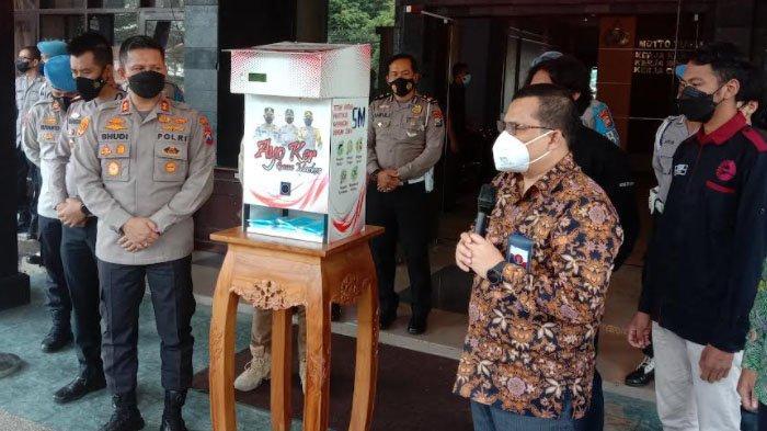 FT UB dan Polresta Malang Kota Luncurkan Dispenser Masker
