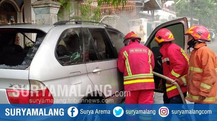 Korsleting Listrik, Mobil BMW X5 Terbakar di Jalan Bendungan Bening, Kota Malang