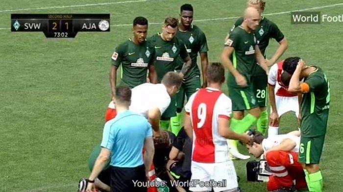 Ngeri, Pemain Muda Ajax Amsterdam Kolaps di Tengah Pertandingan, Lihat Videonya Ini