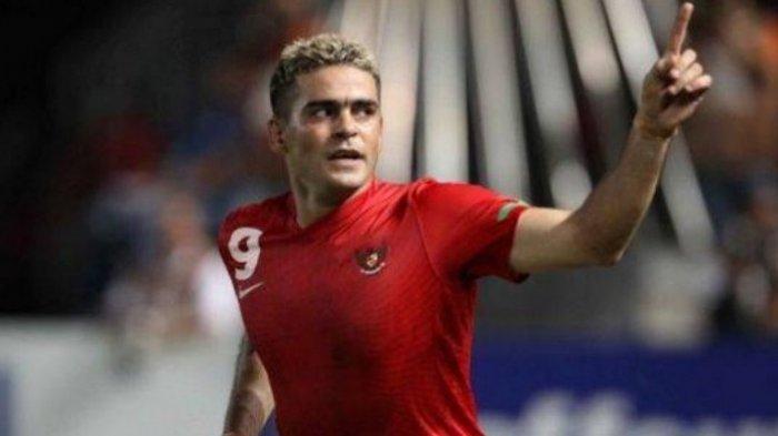 Cristian Gonzales Dikabarkan Ambil Lisensi Pelatih, Simak Baik-Baik Komentar Sang Istri . . .