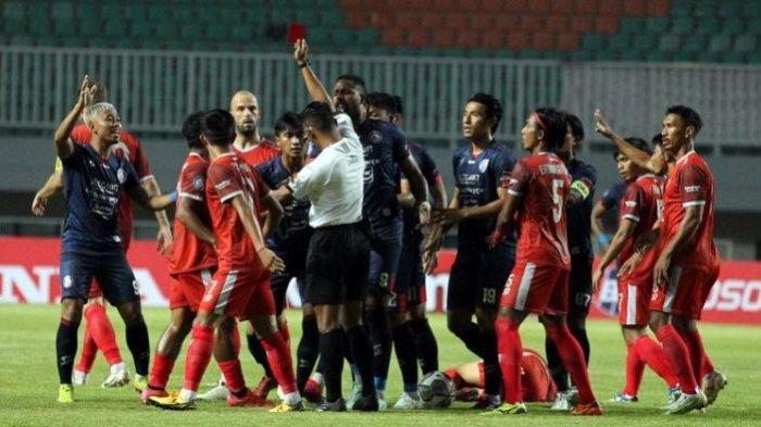 Ada 9 Pemain Arema FC yang Merasakan Kartu Kuning dan Merah Selama Seri Pertama BRI Liga 1 2021