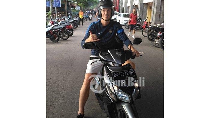 Marquee Player Bali United Pakai Jersey Timnas Indonesia, Adakah Rencana Naturalisasi?
