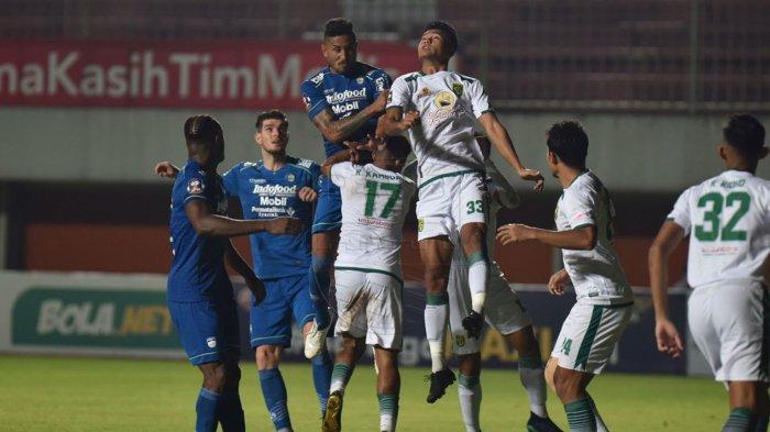 Pemain Persib Bandung saat melawan Persebaya Surabaya di perempatfinal Piala Menpora 2021, Minggu (11/4/2021).