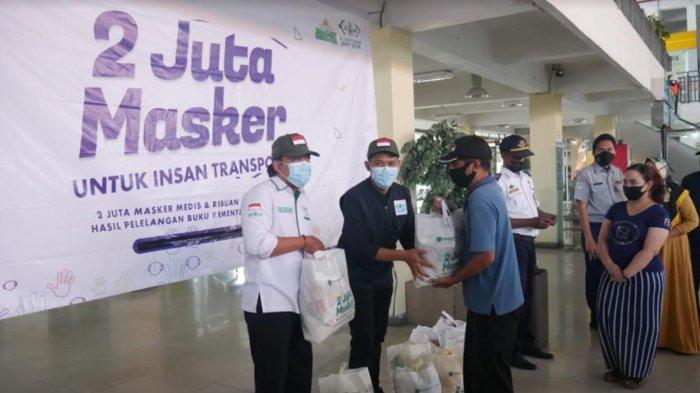 Kerja Sama Kemenhub & Kompas TV, NU Care-Lazisnu Jatim Bagi Sembako di Terminal Bungurasih Surabaya