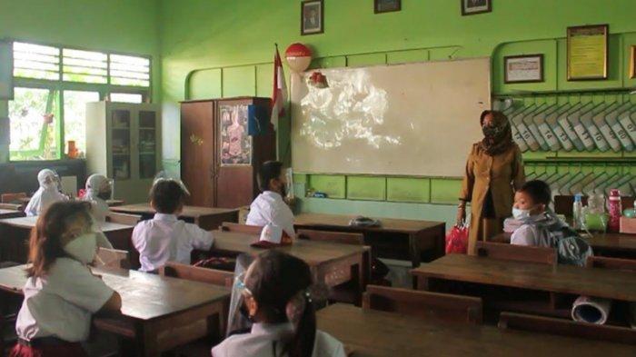 Pembelajaran Tatap Muka SD dan SMP di Kabupaten Kediri Resmi Digelar, Orangtua Siswa Sambut Antusias