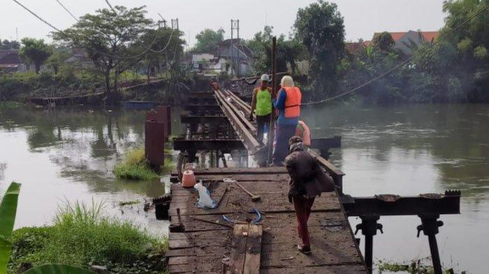 Ritual Jelang Pembongkaran Jembatan Mrican Peninggalan Era Belanda di Kediri