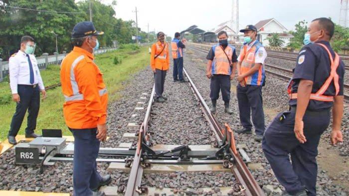 Jelang Angkutan Natal dan Tahun Baru 2021, PT KAI Periksa Jalur Titik Rawan Rel KA