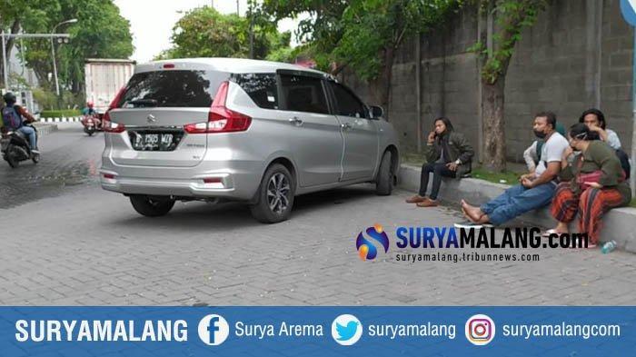 Polisi Hentikan 3 Mobil Pribadi Isi 17 Orang Rombongan Asal Jakarta yang Diduga akan Mudik ke Madura