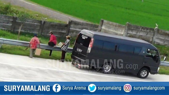 Polantas Ngawi TangkapPemudik di Jalan Tol, Pengemudi Mobil Travel Ditilang