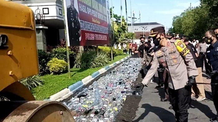Jelang Ramadan, Polres Tulungagung Musnahkan 2.750 Botol Minuman Beralkohol