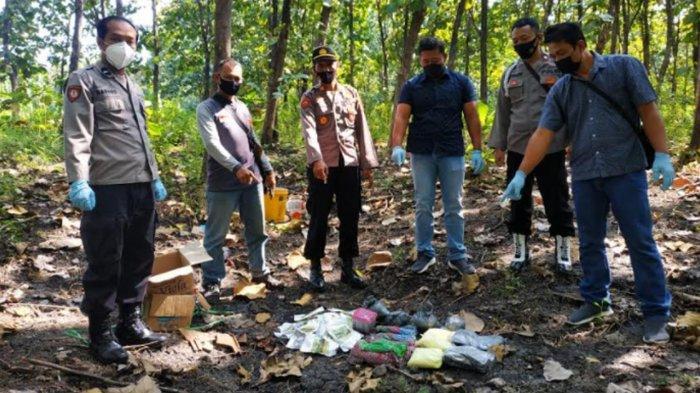 Polsek Sampung Ponorogo Musnahkan Bahan Peledak Jenis Serbuk Petasan
