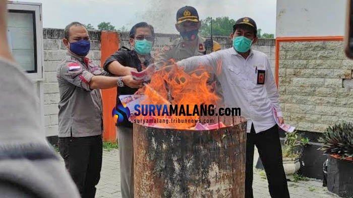 Dibakar, KPU Musnahkan 559 Surat Suara Rusak Pilwali Blitar 2020