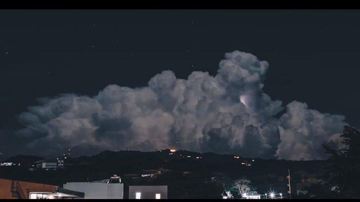 VIDEO : Potret Langit pada Malam Hari, Remaja Ini Malah Rekam Penampakan Tak Kasat Mata!