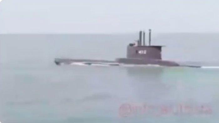 Penampakan terakhir Kapal Selam KRI Nanggala-402 di permukaan air sebelum dinyatakan hilang kontak dan tenggelam.