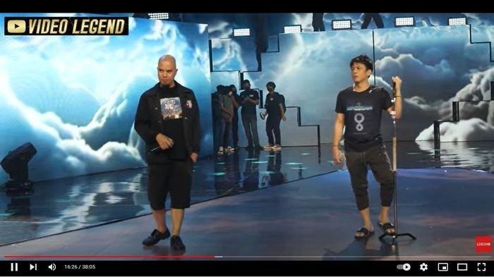 Penampilan Ariel Noah dan Ahmad Dhani di atas panggung ulang tahun GTV