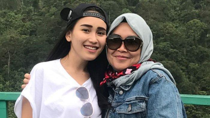 Penampilan Seksi Ayu Ting Ting, Joget Dikelilingi Pria di Kampungnya, Reaksi Umi Kalsum Jadi Sorotan