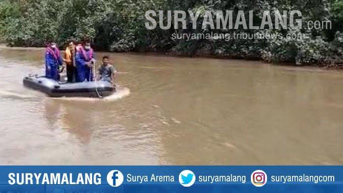 Terpeleset Saat Naik Perahu Tambang, Hari Hermawan dan Motornya Tenggelam di Sungai Kalimas, Gresik
