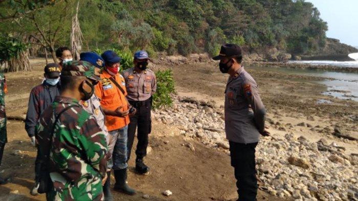 Detik-Detik Ombak Pasang Pantai Batu Bengkung Malang Terjang 6 Wisatawan