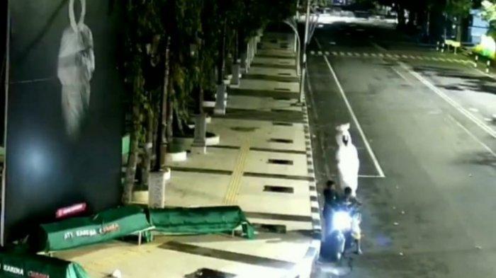 Heboh Pencurian Boneka Pocong di Alun-alun Lamongan, Pelaku Terekam CCTV Milik Dishub