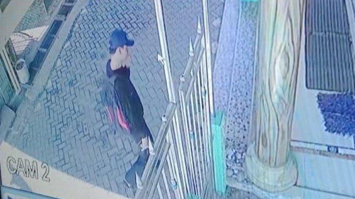 Pelaku Terlihat Santai Saat Beraksi, CCTV Jadi Bukti Pencurian Barang Musala di Sidoarjo