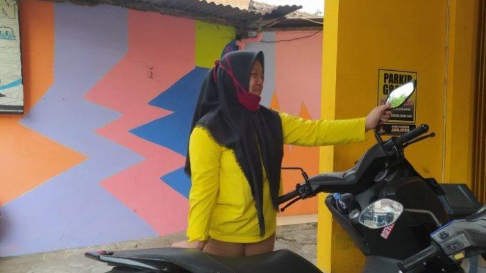 Pencurian Helm Terekam CCTV Toko Jalan Terusan Surabaya, Kota Malang