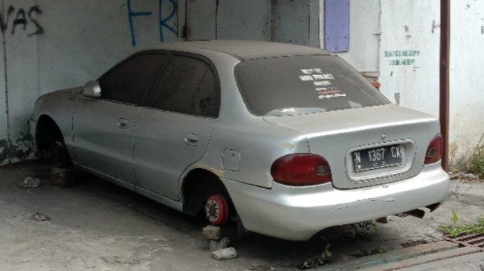 Kronologi Pencurian Pelek MobilSedan di Jalan Marmer, Kota Malang