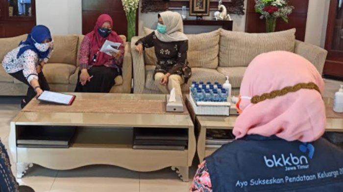 Wali Kota Batu Dewanti Rumpoko dan Ketua Dewan Asmadi Awali Pendataan Keluarga 2021