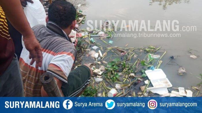 Pembersih Sampah Temukan Mayat Bayi Laki-laki di Tumpukan Sampah Sungai Sukodono, Sidoarjo
