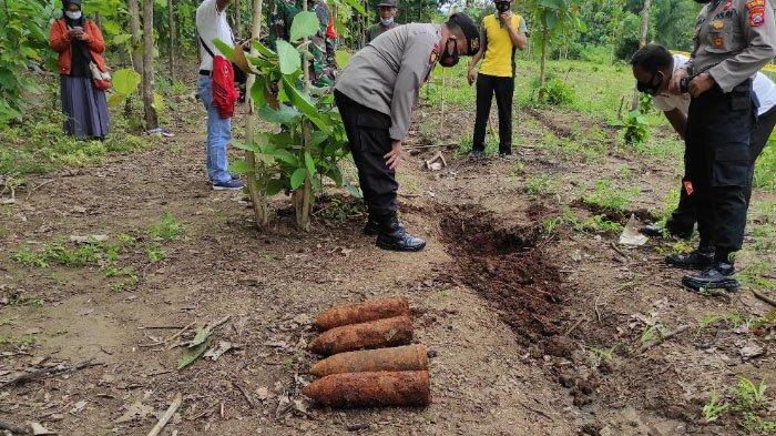 Bersihkan Ladang di Ponorogo, Kakek Ini Kaget Lihat Besi Berkarat di Saluran Air