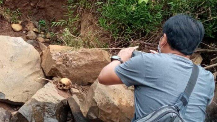Berangkat ke Ladang, 2 Pria Ini Kaget Lihat Tengkorak Manusia di Atas Batu Sungai Ponorogo