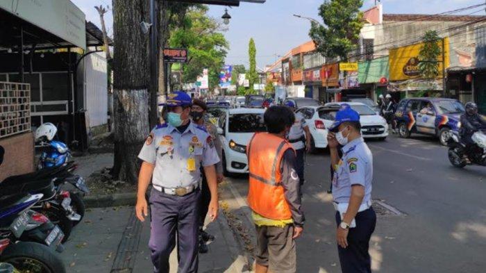 Operasi Penertiban Parkir di Kota Malang, Petugas Temukan Jukir Liar