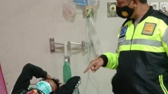 Diduga Mabuk, Pengendara Motor Kota Blitar Tabrak Ambulans Pengangkut Jenazah Pasien Covid-19