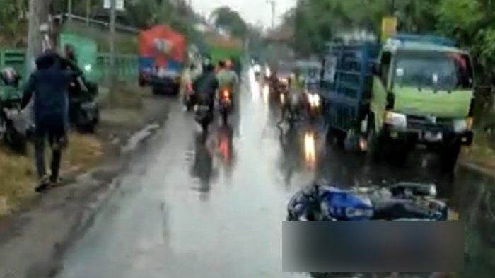 Tergelincir saat Hujan, Pengendara Motor Terjatuh Lalu Tewas di Ngoro Mojokerto