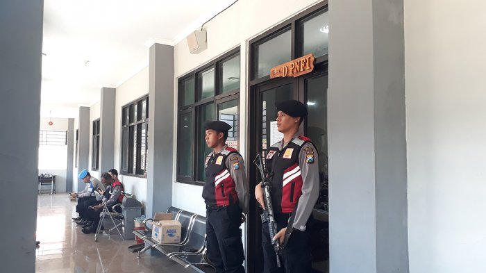 Diduga Terkait OTT, Polisi Geledah Ruang Kantor Dindik Jember
