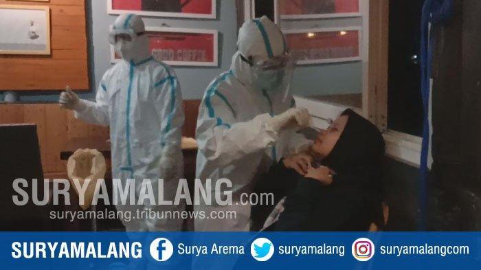 Kedatangan Satgas Covid-19 Kota Malang Bikin Pengunjung Kafe Kelabakan