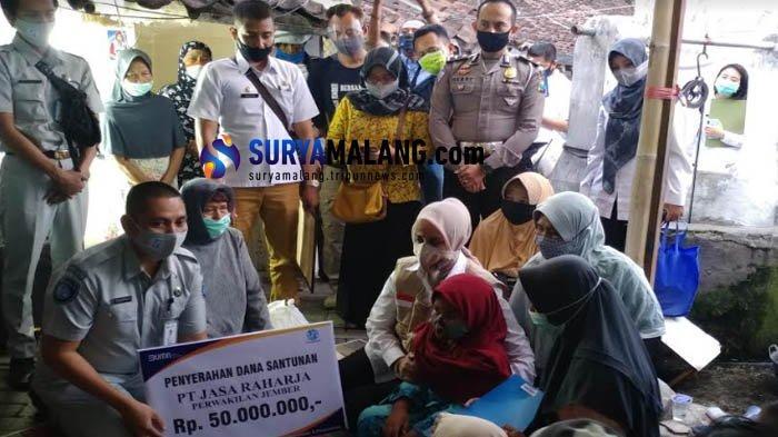 Bupati Kunjungi Rumah Duka 2 Penjual Masker yang Meninggal Akibat Kecelakaan Lalu Lintas di Jember