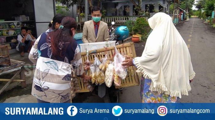 Makin Necis Makin Laris, Pemuda Penjual Sayur di Lumajang Berpenampilan Lengkap dengan Jas dan Dasi