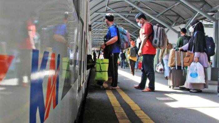 H-1 Larangan Mudik, 10 Ribu Penumpang Bepergian NaiK KA dari Stasiun Wilayah PT KAI Daop 8 Surabaya