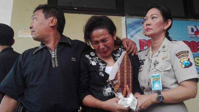 Tangis Histeris dan Pingsan Warnai Penyerahan Jenazah Korban Bom Gereja Surabaya ke Keluarga