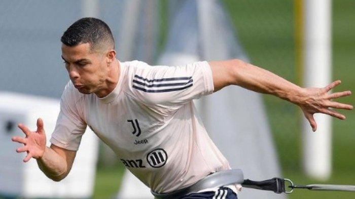 Hattrick Ronaldo ke Gawang Cagliari Butuh Waktu 32 Menit, Ternyata Ada Rekor 'Gila' yang Lebih Cepat
