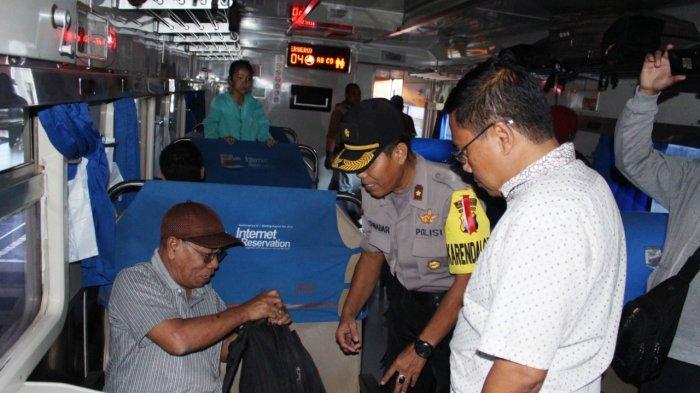 Antisipasi Peserta People Power, Polres Pasuruan Sisir Penumpang Kereta Api Tujuan Jakarta