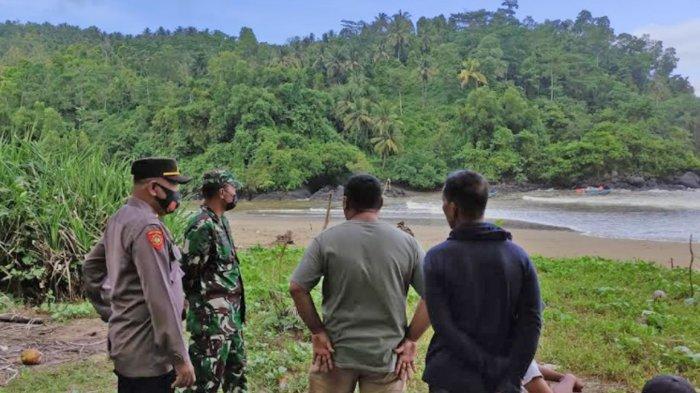 Perahu Nelayan Terbalik Tersapu Ombak Besar di Pantai Blado Trenggalek, 1 Orang Hilang
