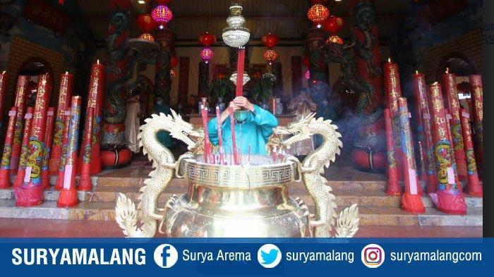 Suasana Perayaan Tahun Baru Imlek di Kelenteng Eng An Kiong, Kota Malang