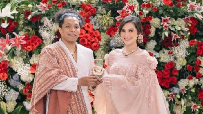 Pernikahan Arie Kriting dan Indah Permatasari.