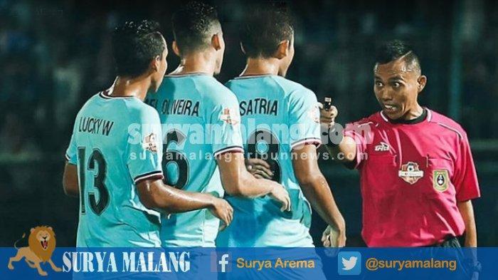Persela Lamongan Kalah dari Arema FC, Pelatih Aji Santoso : Hamka Hamzah Harusnya Kartu Merah