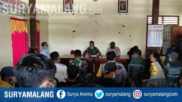 Musyawarah di Kantor Desa Janti, Kecamatan Slahung, Ponorogo untuk mengklarifikasi kasus perselingkuhan antara Perangkat Desa Janti dengan Warga Sekitar.