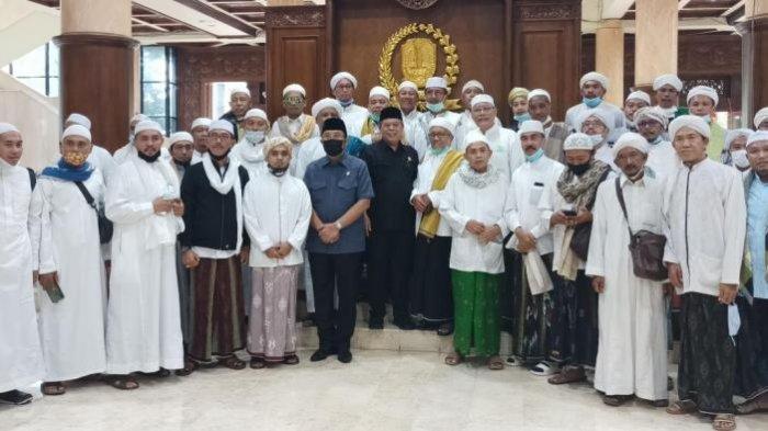 Datangi DPRD Jatim, Para Kiai Madura Minta Tempat Berpotensi Maksiat Ditutup Selama Ramadan